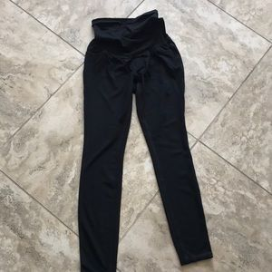 A pea in the pod black legging small maternity
